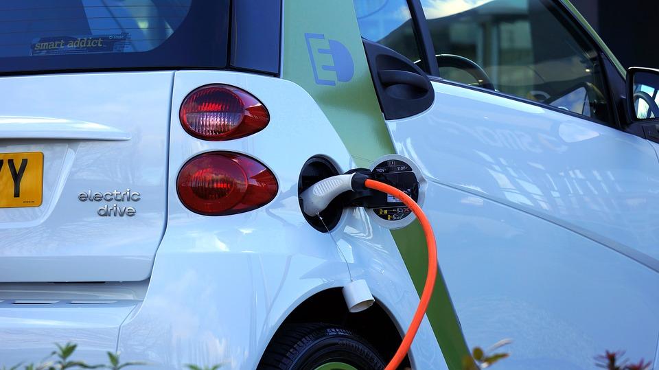 electric vs hybrids